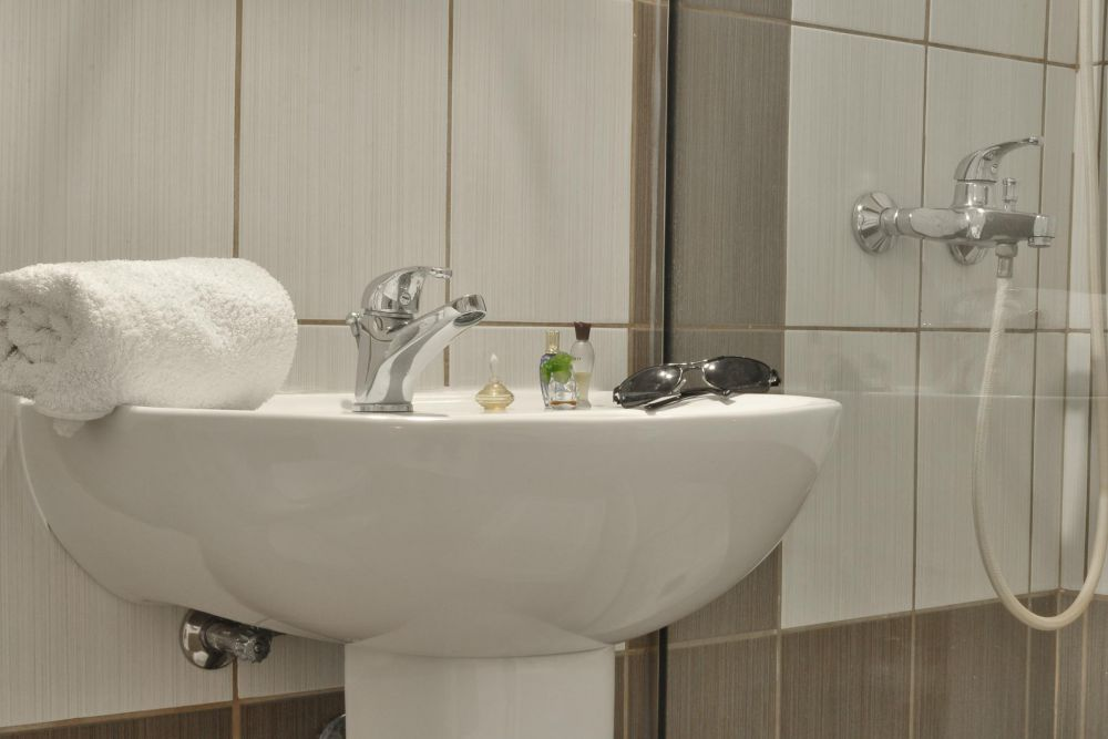 bathroom of 2 bedroom apartment