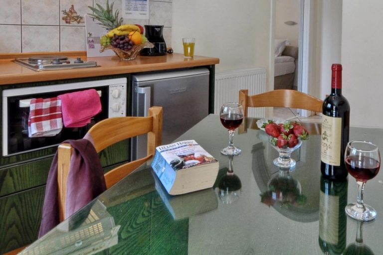 dining area rolandos accommodation