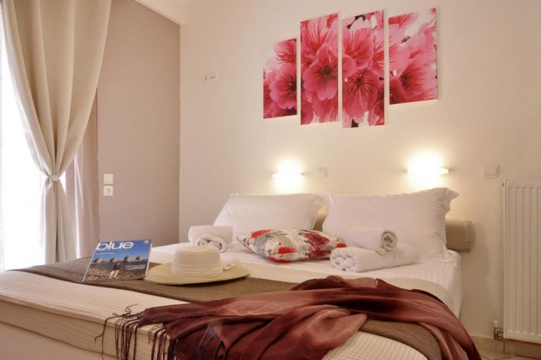 double bed in rolandos apartments